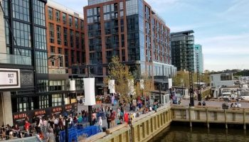 Wharf-crowds-25-1008x700